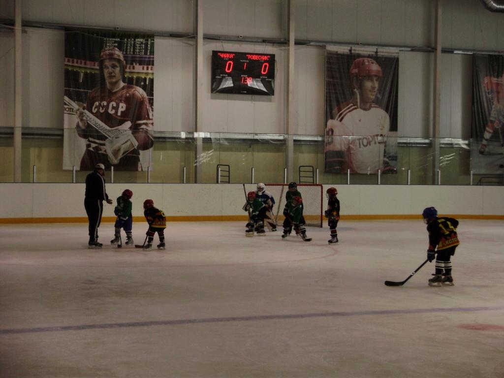 С 3 по 5 декабря в ледовом дворце г апатиты проходят игры регионального этапа всероссийских соревнований юных хоккеистов золотая шайба